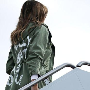Надпис на куртці Меланії Трамп викликав скандал в США