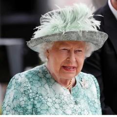 Королеві Великої Британії стало зле