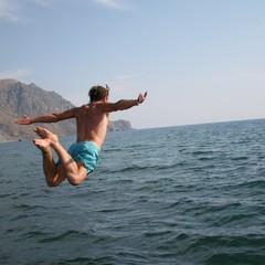 У Бердянську юнак стрибав у море з дамби та зламав собі шию