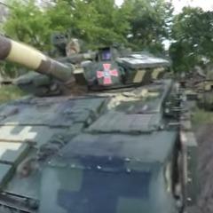 У Харкові блогери безперешкодно проникли на танковий склад (відео)