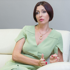 Дружина Яценюка влаштувалася психологом у ДУСю
