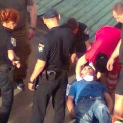 У Києві чоловік перерізав собі горло після програшу в карти