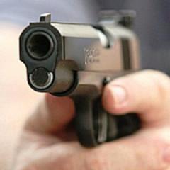 Патрульний застрелив хворого нападника з ножем