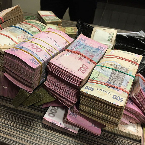 Дипломат, що працював у Посольстві України в ПАР, привласнив 1,5 млн грн державних коштів