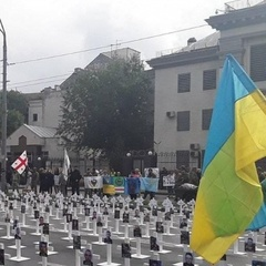 Під посольством РФ у Києві встановили 366 хрестів