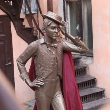 В Одесі відкрили пам'ятник молодому Утьосову
