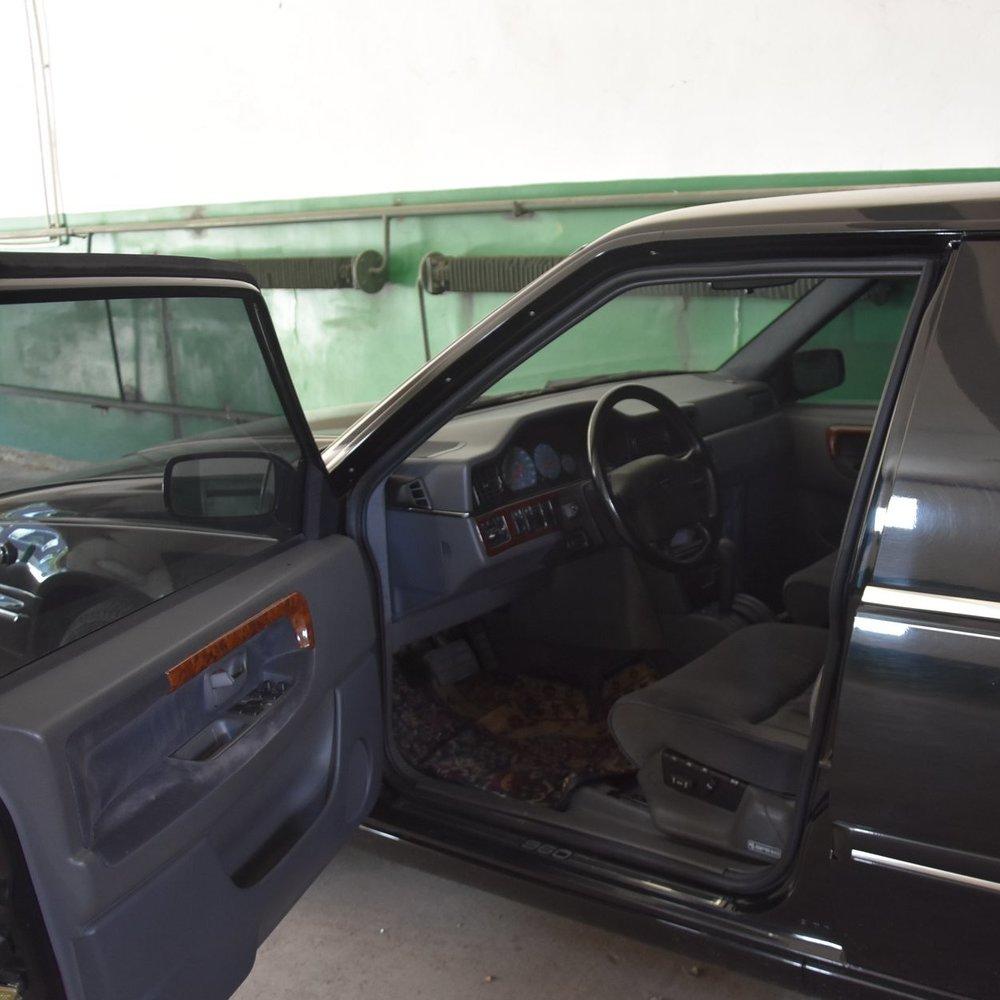 У гаражі Одеської облради знайшли забутий лімузин Кучми (фото)