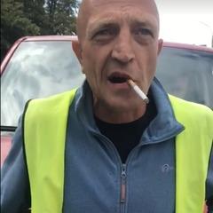 «Гнида ти українська»: київський паркувальник облаяв водія (відео)