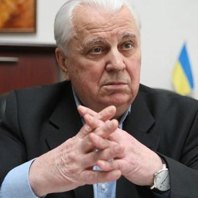 Кравчук вийшов зі складу Конституційної комісії та каже, що Порошенко її ігнорує