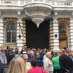 Напад на активіста Михайлика: в Одесі люди вийшли на протест ( відео)