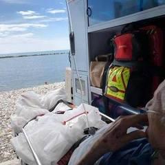 «Побачити море і померти»: швидка привезла хворого на пляж, щоб той восстанє побачив море