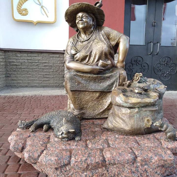 У Харкові встановили пам'ятник продавчині насіння