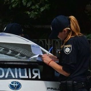 Нові штрафи і ввімкнені фари: водіїв попередили про зміни
