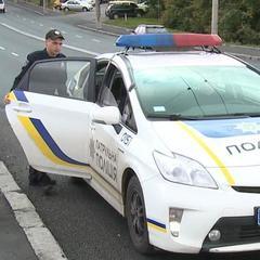 Відео:  поліцейські стягнули з моста 20-річного хлопця, який хотів стрибнути