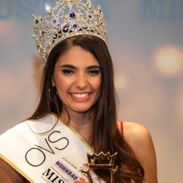 «Міс Австрія» позбавили корони через порушення контракту