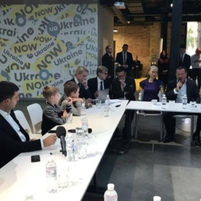 Робот Софія вважає, що Гройсман підходить Україні