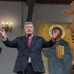 Порошенко просить українців вийти завтра на Софійську площу та помолитися за автокефалію