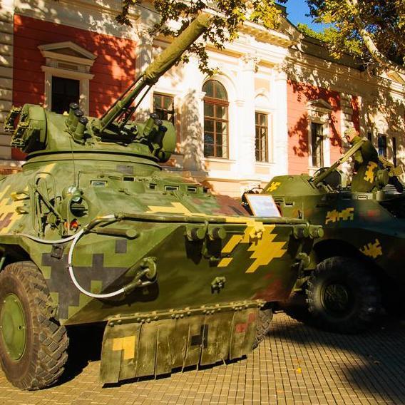 В Одесі проходить виставка військової техніки (фото)