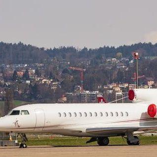У літак, у якому летіли принц Гаррі та Меган Маркл, вдарила блискавка