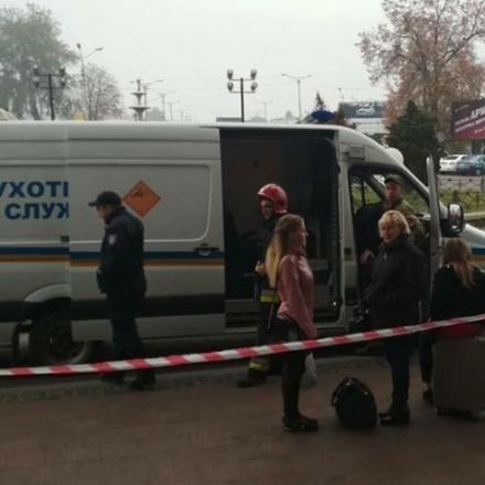 У Львові через загрозу вибуху із залізничного вокзалу евакуювали 800 людей