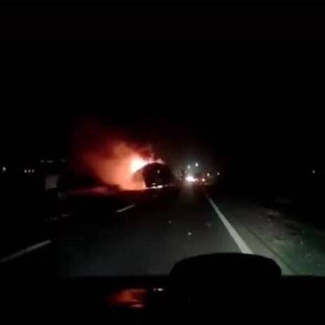 На Львівщині під час руху загорівся туристичний автобус з пасажирами (відео)