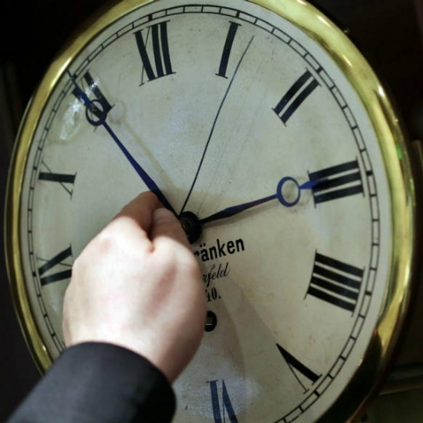 Україна переходить на зимовий час-2018: коли переводити годинникові стрілки