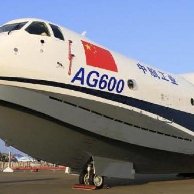 Найбільший у світі літак-амфібія вперше піднявся у повітря (відео)