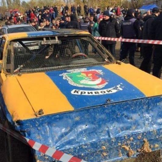 У Кривому Розі під час перегонів авто в'їхало в натовп, є постраждалі (фото)