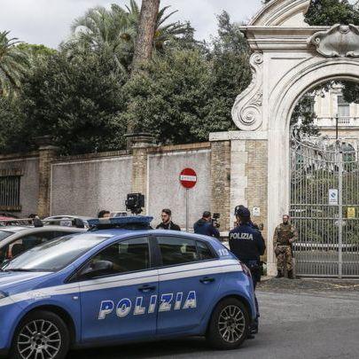 Таємниця Ватикану: знайдені у посольстві кістки належать жінці