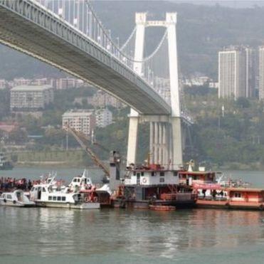 У Китаї автобус впав у річку через бійку в салоні: 13 загиблих