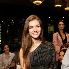 У Києві представили одяг для української учасниці «Міс Світу» (фото)