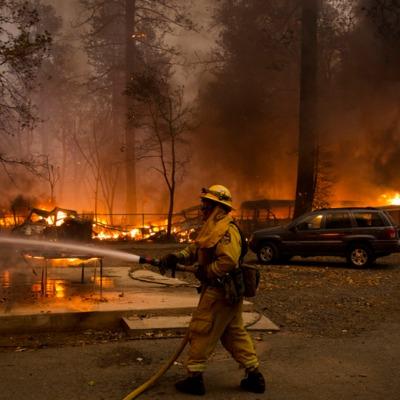 У Каліфорнії пожежа майже знищила ціле місто