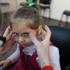 Вчені рекомендують дітям грати на вулиці, щоб запобігти проблем із зором