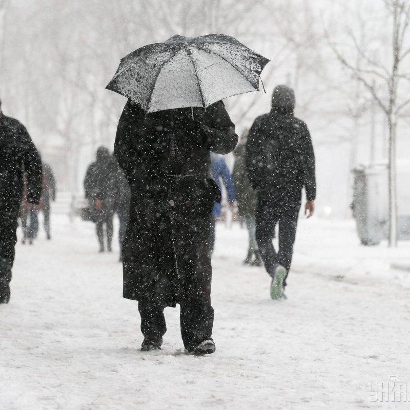 До 15 сантиметрів снігу: синоптики попереджають про погіршення погоди у більшості областей України
