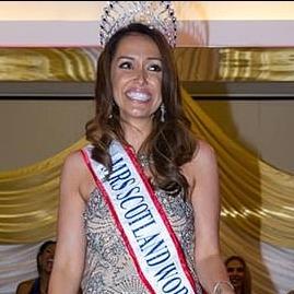 Королеву краси позбавили титулу через відверті фото