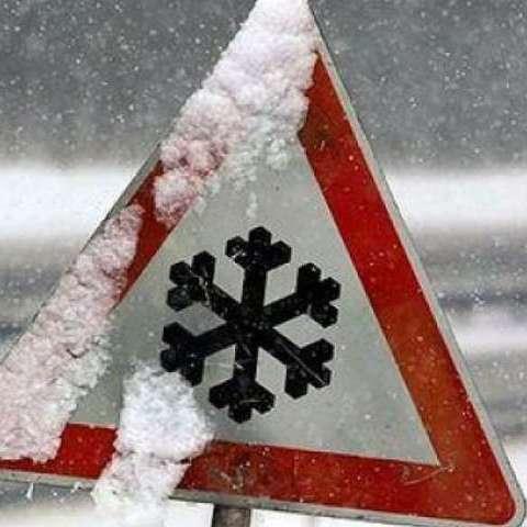 Погода в Україні на вихідні: сніг, дощ і ожеледиця