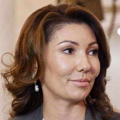Президент Казахстану вручив державну нагороду власній доньці