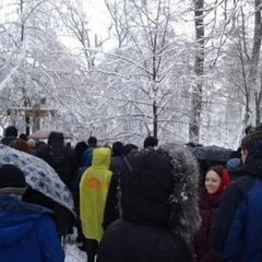 Прихильники УПЦ МП влаштували під Радою безстроковий молебень