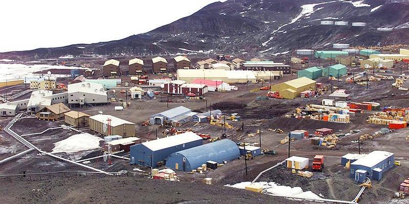 На базі США в Антарктиді померли двоє людей