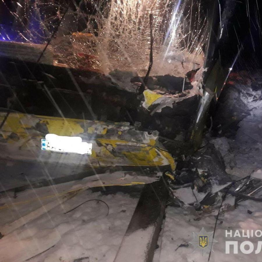 Зіткнення міжнародного автобуса та легковика на Львівщині: загинуло четверо людей (фото)