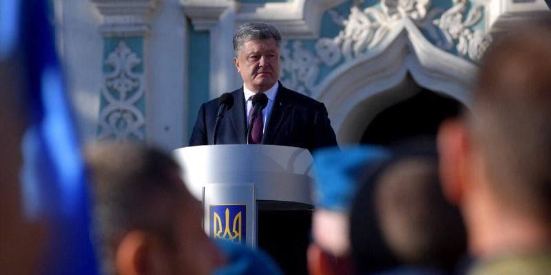 Президент звільнив Україну від «гебешників» в рясах і домігся створення української церкви, - експерт