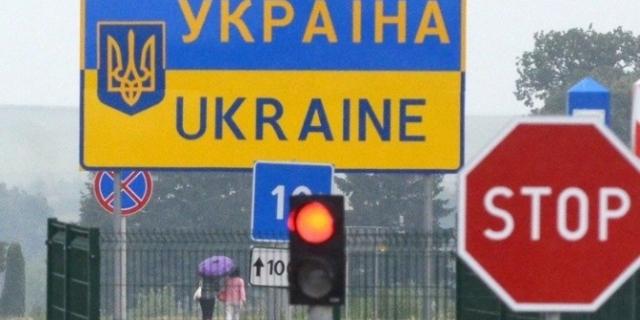 Чи планують українці виїжджати за кордон? - опитування