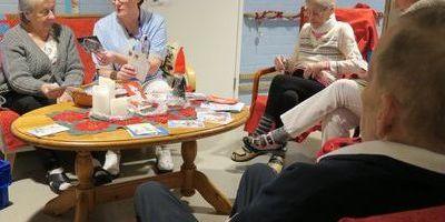 Завдякисоцмережаммешканці будинкупрестарілих отримали тисячі різдвяних листівок