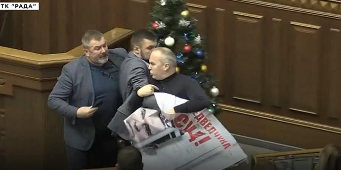 У ВР через Московський патріархат та Медведчука побилися депутати (відео)