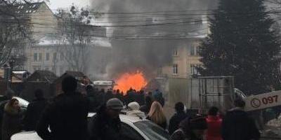 На різдвяному ярмарку у Львові стався вибух - постраждали чотири особи (відео)