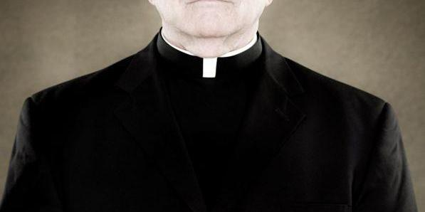 Італійський священик переказував пожертвування на свій рахунок у банку і став мільйонером