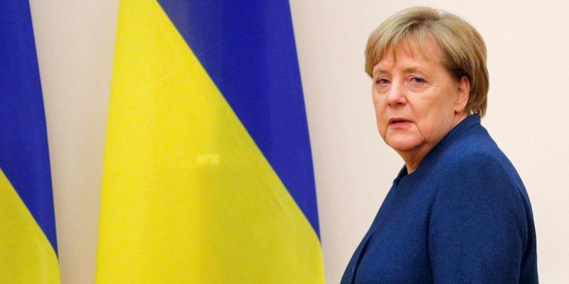 Меркель закликала Путіна звільнити українських моряків, захоплених поблизу Керченської протоки