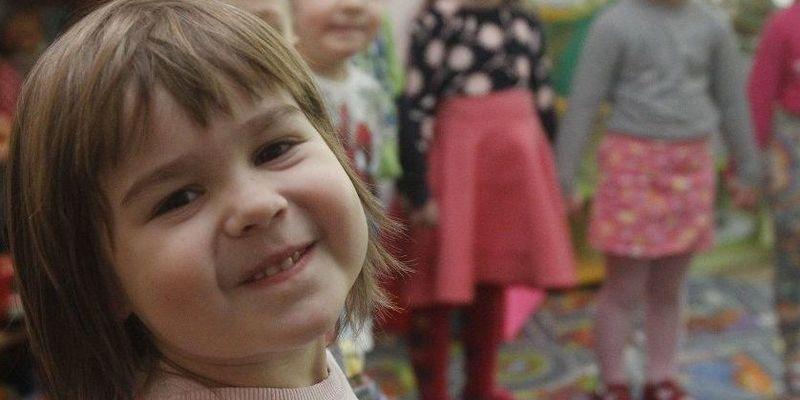 У дитсадку Житомира вихователька обкрадала дітей, поки вони спали