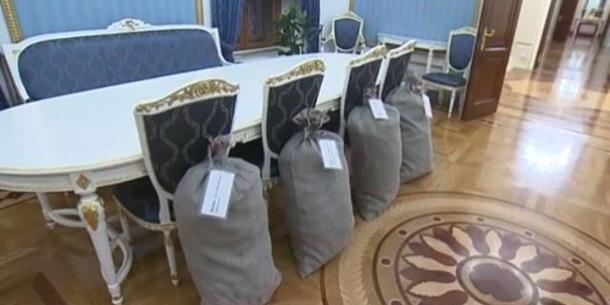 Лукашенко подарував Путіну чотири мішки картоплі (відео)