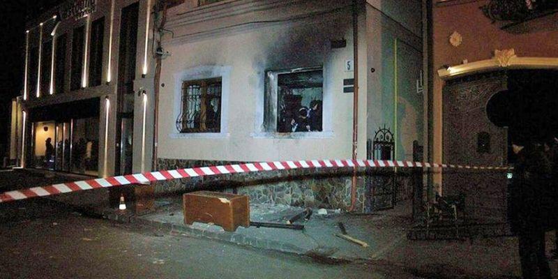 Трьох поляків судитимуть за підпал спілки угорців в Ужгороді